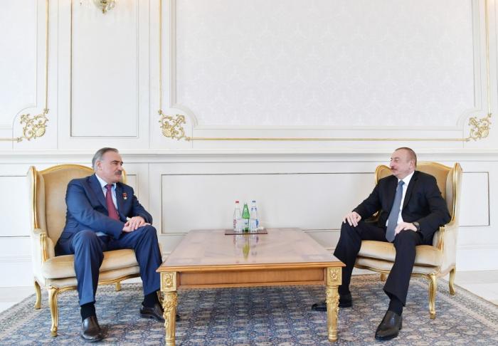 Präsident Ilham Aliyev empfängt den Helden der Sowjetunion, Generalleutnant Ruslan Auschew