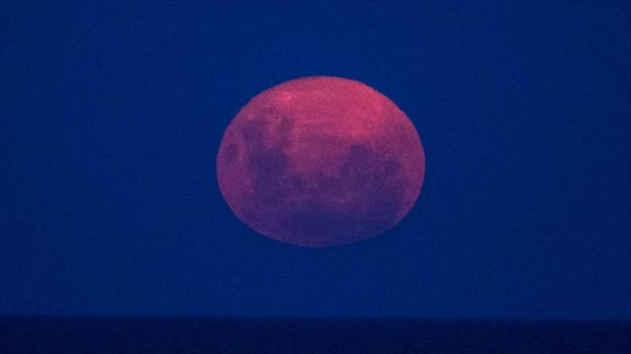 Viento solar podría producir agua en superficie de la Luna