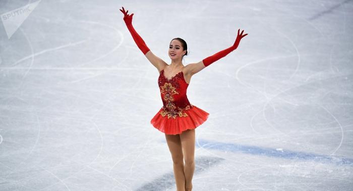 Russische Olympia-Siegerin Sagitowa übt mit vierbeinigem Geschenk aus Japan – VIDEO