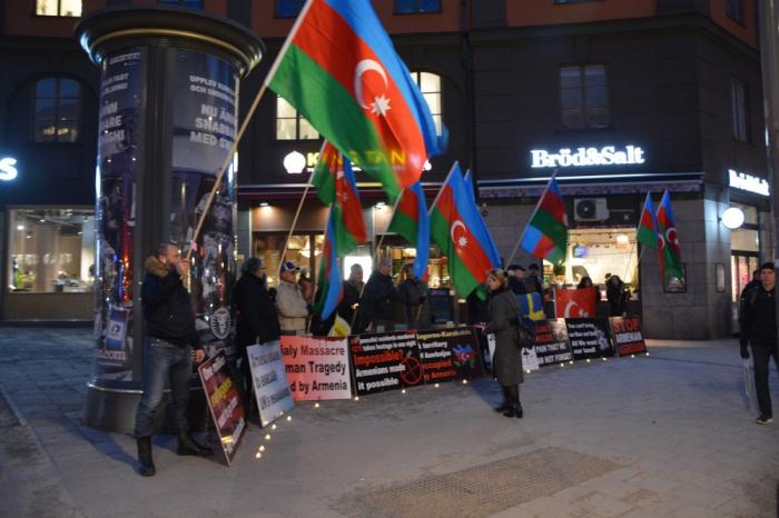 Stokholmda Ermənistan səfirliyi önündə etiraz aksiyası - FOTOLAR