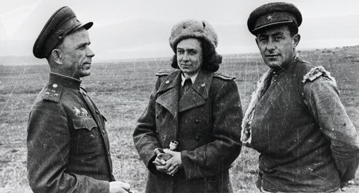 Bilder von der Front: Frauen in Roter Armee und die Kriegs-Fotografin Olga Lander