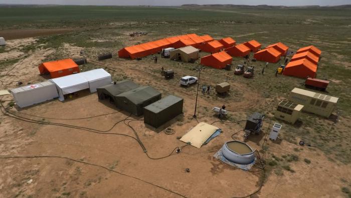 La empresa española que hace campos de refugiados en Murcia y hangares en Irak