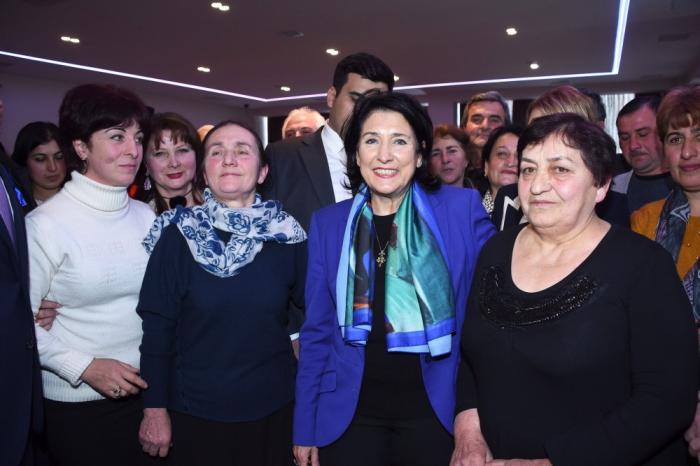 Zurabişvili Qaxda gürcü icması ilə görüşüb - FOTOLAR