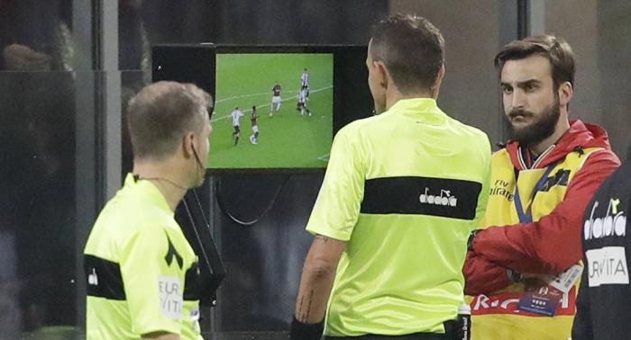 الاتحاد الأوروبي راض عن استخدام حكم الفيديو المساعد في دوري الأبطال