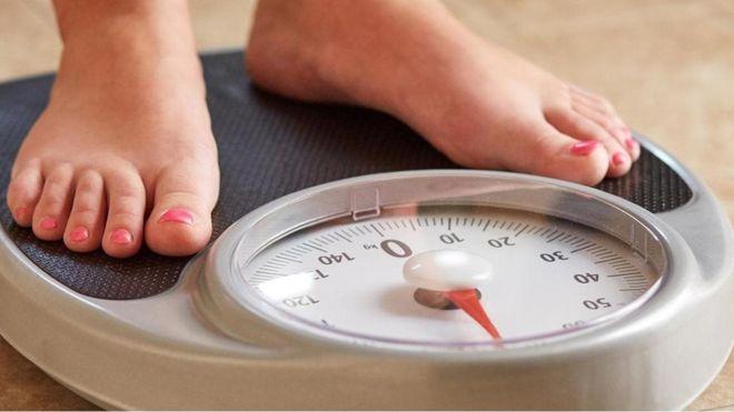هل تسهم بكتيريا الأمعاء في زيادة وزنك؟