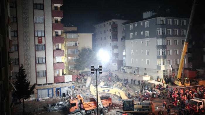 İstanbulda uçan binada ölənlərin sayı 18-ə çatıb