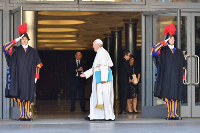 Le pape donne le coup d