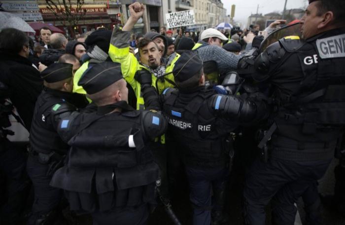 Fransada 41 mindən çox insan hökumətə etiraz edib
