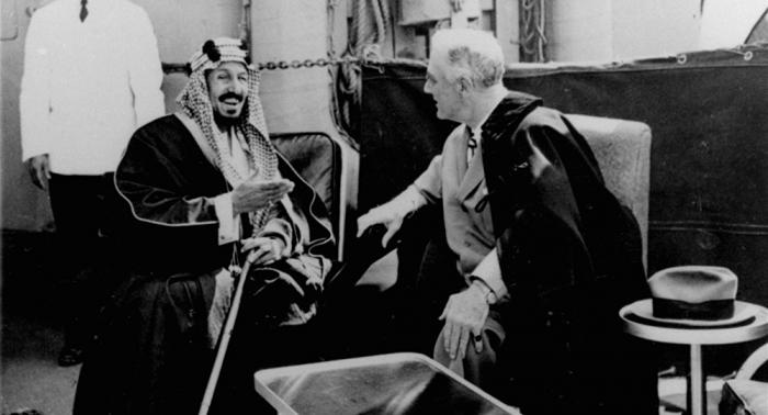صورة نادرة عمرها 89 عاما لمؤسس السعودية مع ملك العراق