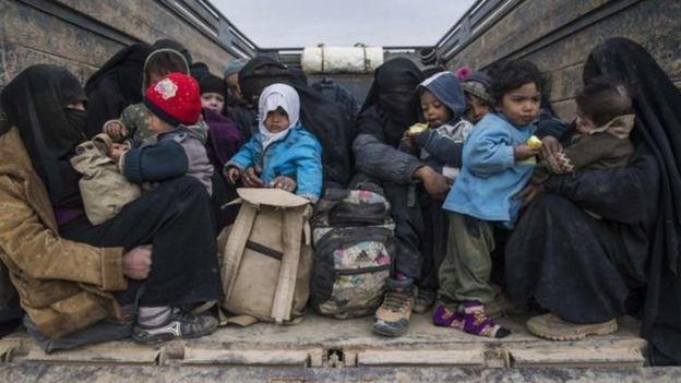 """""""آلاف المدنيين"""" مازالوا عالقين في الباغوز، آخر جيوب تنظيم الدولة"""