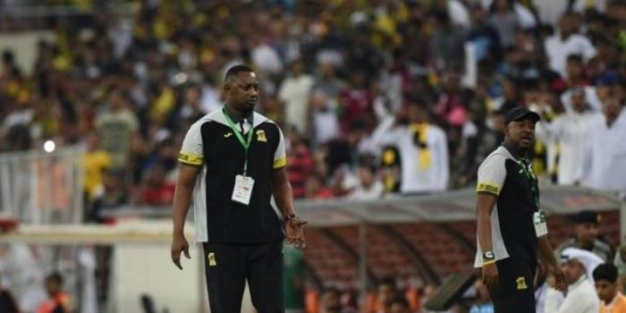 اشتباكات عنيفة في الدوري السعودي ومدير نادي الاتحاد يضرب مدرب الرائد