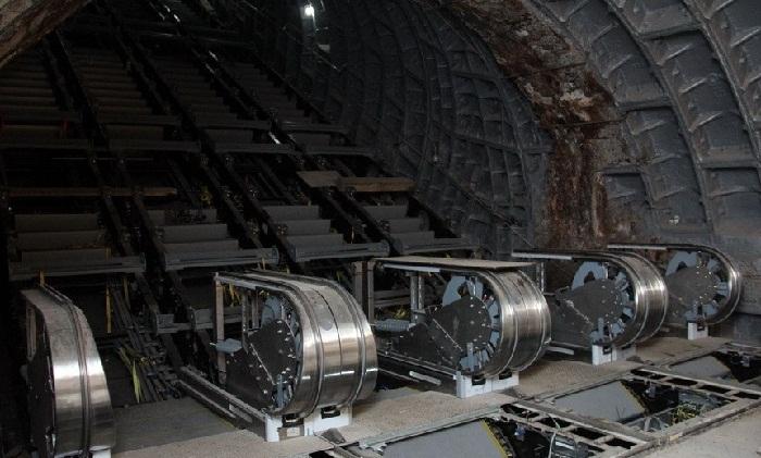 """""""Xətai"""" stansiyasında yeni eskalatorlar quraşdırılır"""