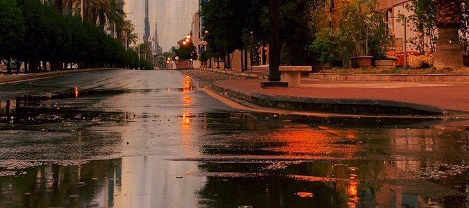 هطول الأمطار على الرياض والأرصاد السعودية تحذر المواطنين
