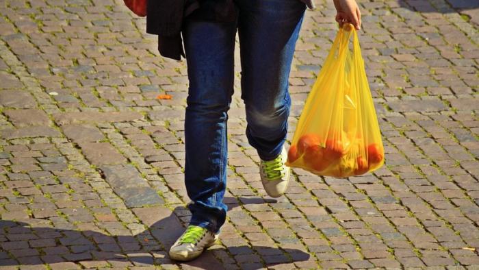 Decisión histórica en Chile, el primer país latinoamericano en prohibir las bolsas de plástico