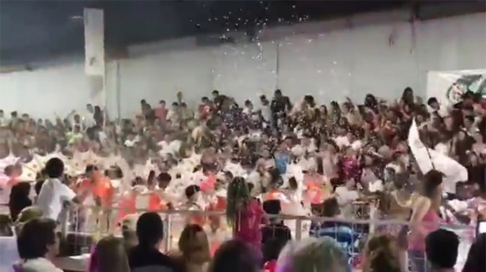 Argentina carnival stand collapses injuring 34 -    VIDEO
