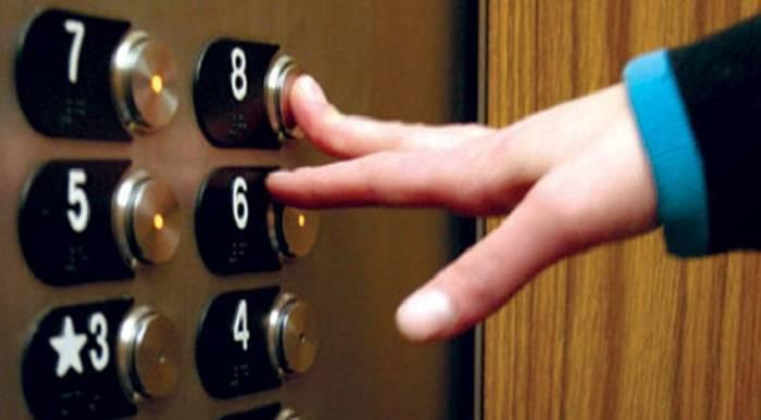 Liftdə qalan 2 nəfər xilas edilib