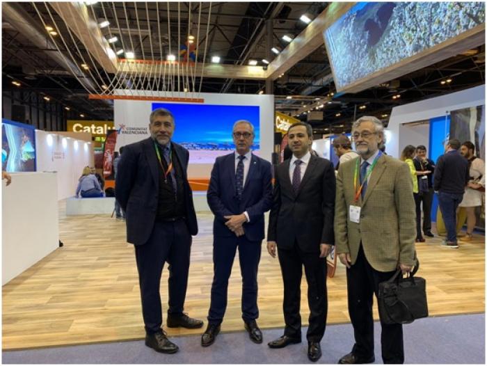 El embajador de Azerbaiyán visita el espacio del Instituto Seda España en Fitur