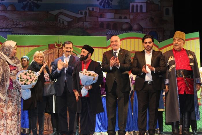 Türkiyə səfiri və iş adamları Musiqili Teatrda