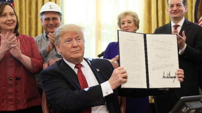 Trump firma proyecto de leypara financiar al Gobierno federal
