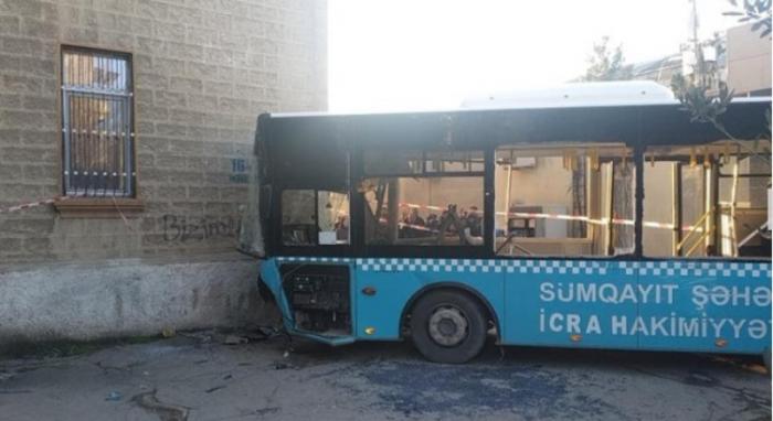 Sumqayıtda avtobus qəzası: Yaralı sayı 42-yə çatdı (Yenilənib)