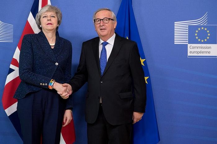 Brexit:  May salue des «progrès» avec Bruxelles