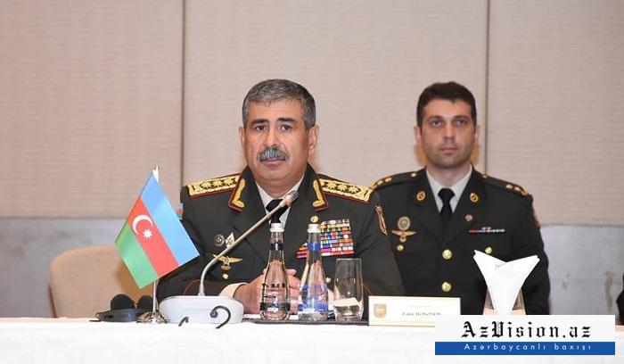 Le ministreazerbaïdjanaisde la Défense présente ses condoléances à son homologue turc