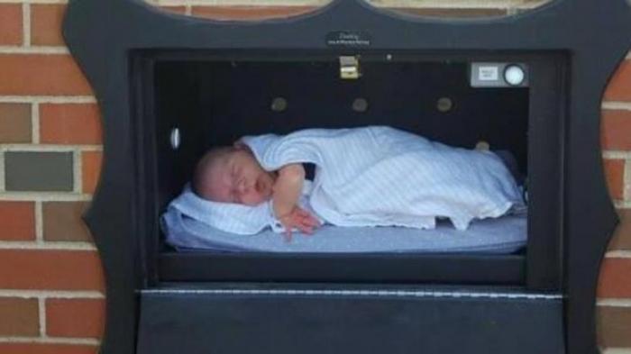 Así son los polémicos buzones para abandonar recién nacidos en Estados Unidos
