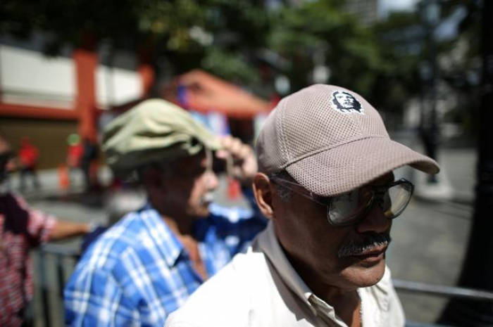 Colombia cancels entrance cards for 300 Venezuelan Maduro supporters