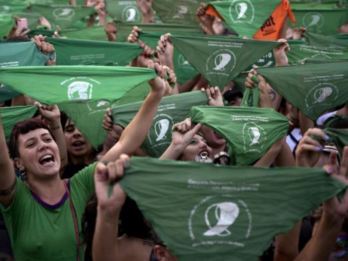 """En Argentine, les """"foulards verts"""" manifestent pour l"""