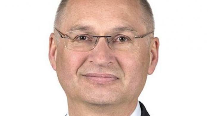 Dimite el diputado esloveno que confesó en Parlamento haber robado un bocadillo