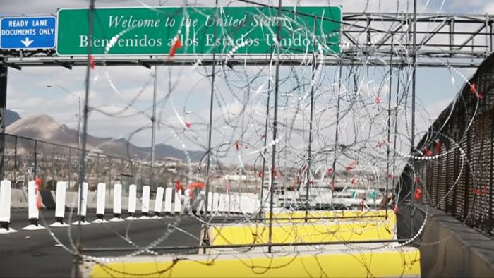 Así son las barricadas de alambre colocadas por EE.UU. en su frontera con México