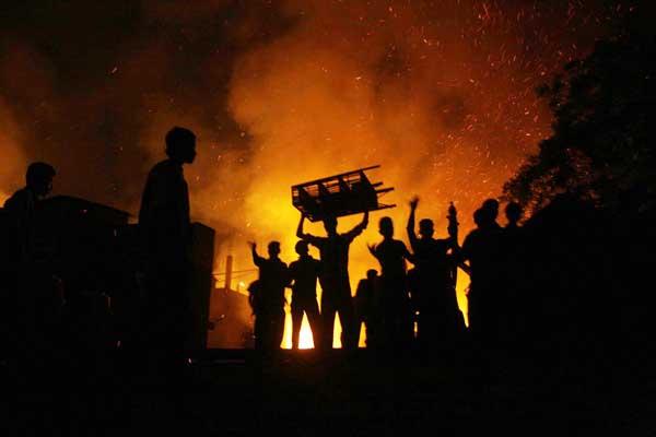 Bangladesh: neuf morts dans un incendie dans un bidonville