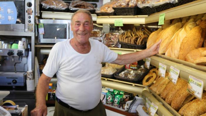 Fallece el panadero de Kos, emblema de la ayuda griega a los refugiados