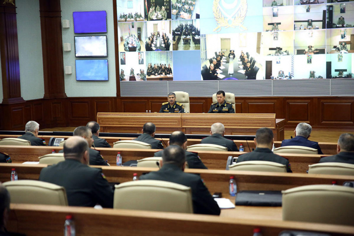 Azerbaijani defense minister gives important instructions to commanders
