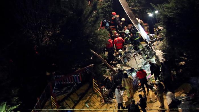Un helicóptero militar se estrella en un barrio residencial de Estambul