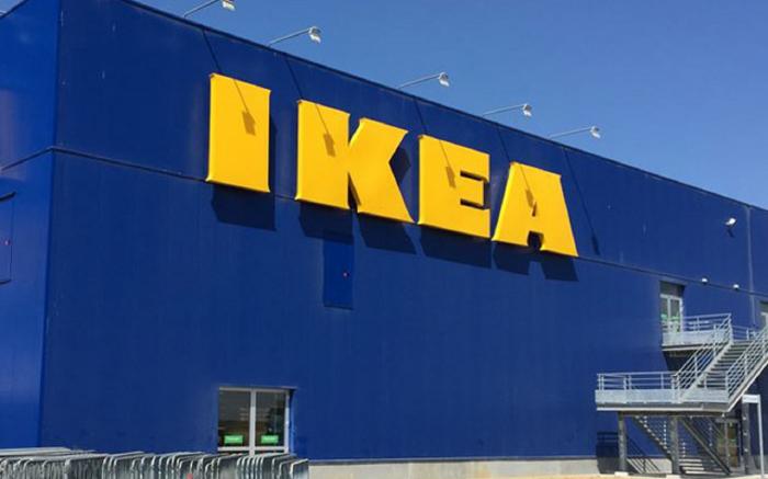 Ikea installe des bains bouillonnants en bord de Seine,   les écologistes s