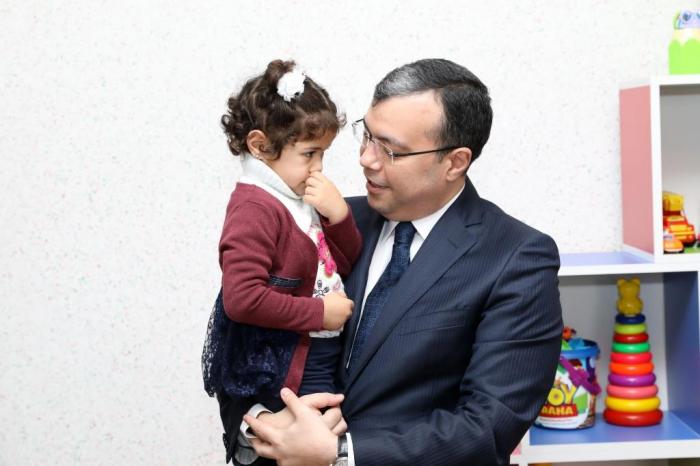 Nazir qayğı mərkəzində uşaqlarla görüşdü - FOTOLAR