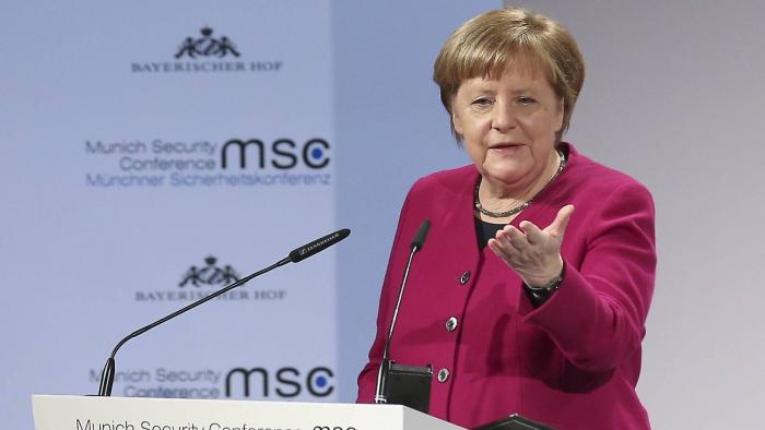 Merkel fordert Pence heraus