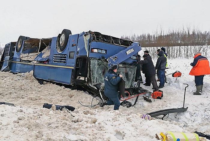 Rusiyada uşaqların olduğu avtobus aşıb - 7 ölü (Yenilənib)