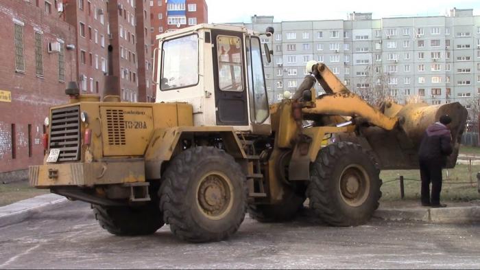 Traktoru qaçırmaq istəyən erməni təkərin altında qaldı