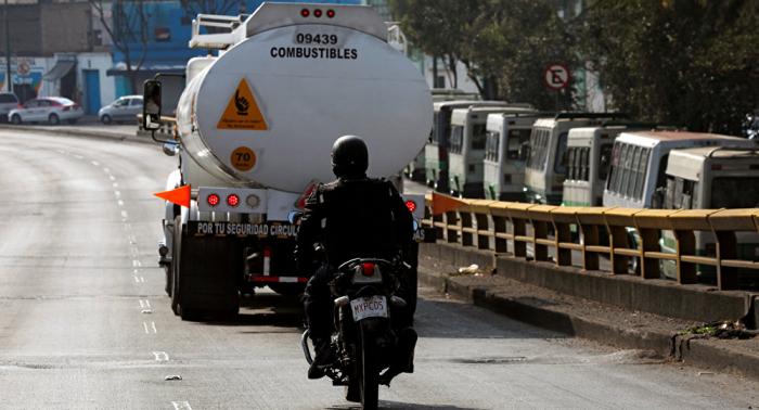 Policía mexicana arresta a 23 presuntos ladrones de combustible y decomisa 40 camiones
