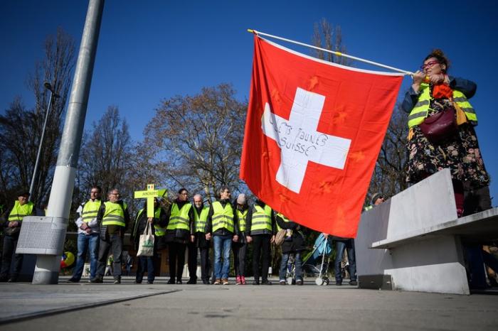 """Un millier de """"gilets jaunes"""" à Genève pour sensibiliser l"""