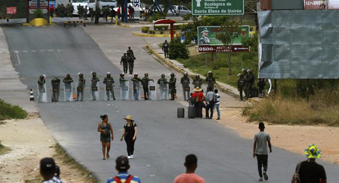 Dos camiones con ayuda humanitaria llegan a la frontera entre Brasil y Venezuela