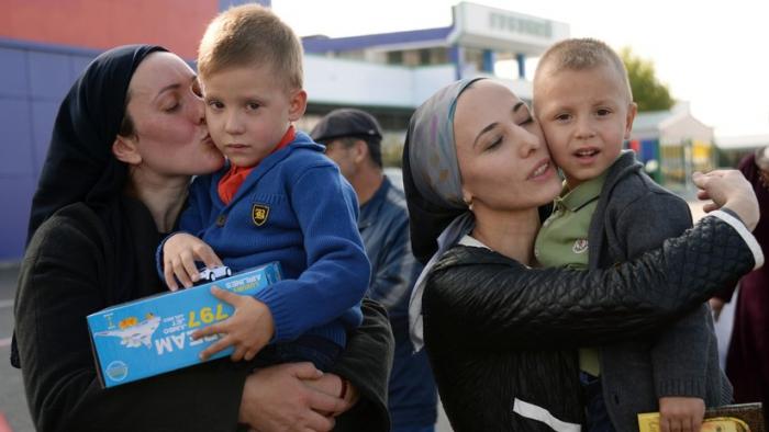 Trasladan de Bagdad a Moscú a 27 niños rusos cuyas madres están en la cárcel o procesadas