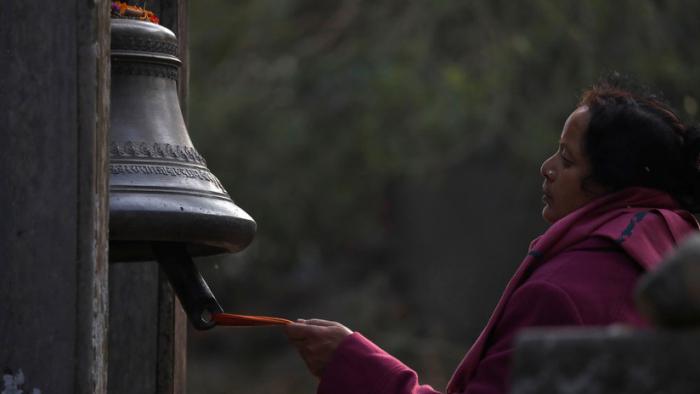 Una tradición centenaria que sigue cobrándose vidas: una mujer nepalí se asfixia en una