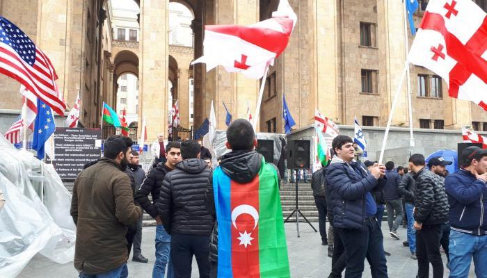 Azərbaycanlılar Gürcüstanda etiraz aksiyası keçirib - VİDEO