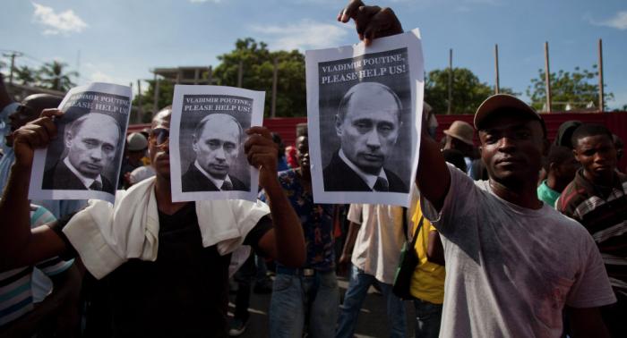 Los haitianos buscan la ayuda de