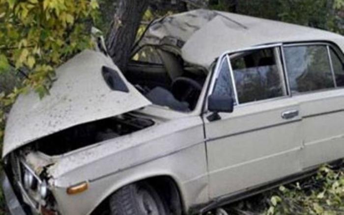 Qubada maşın ağaca çırpılıb, 3 nəfər ölüb - FOTO-VİDEO - YENİLƏNİB