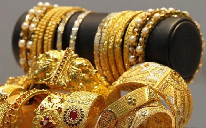 Qohumunun evindən 3000 manatlıq qızıl oğurladı
