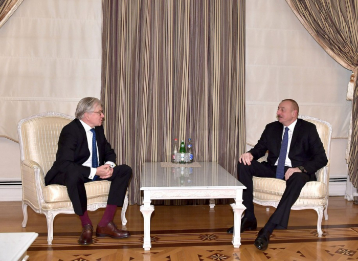 Ilham Aliyev recibe aRené van der Linden